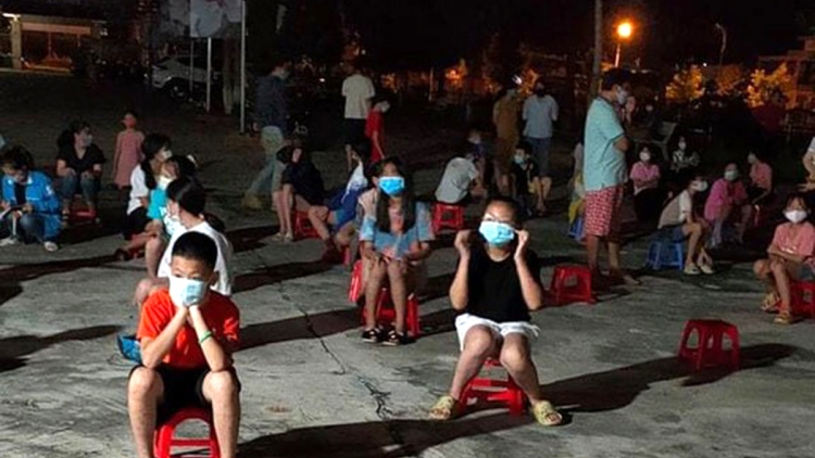 Lai Châu khẩn cấp lấy mẫu xét nghiệm của 70 học sinh tiểu học ngay trong đêm