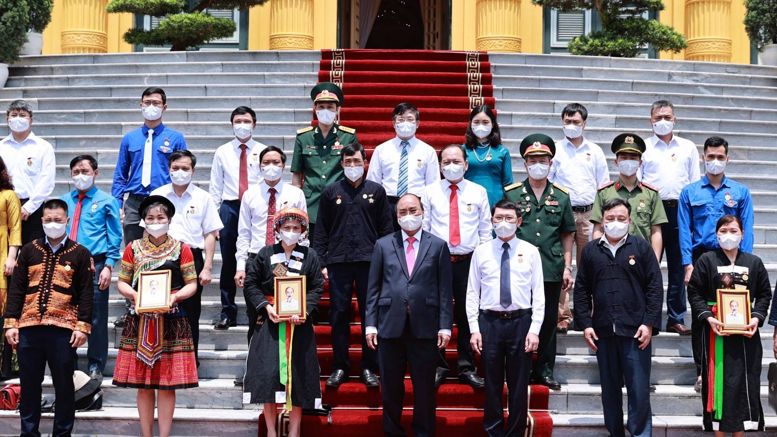 Chủ tịch nước Nguyễn Xuân Phúc tiếp Đoàn đại biểu các dân tộc thiểu số tỉnh Bắc Giang
