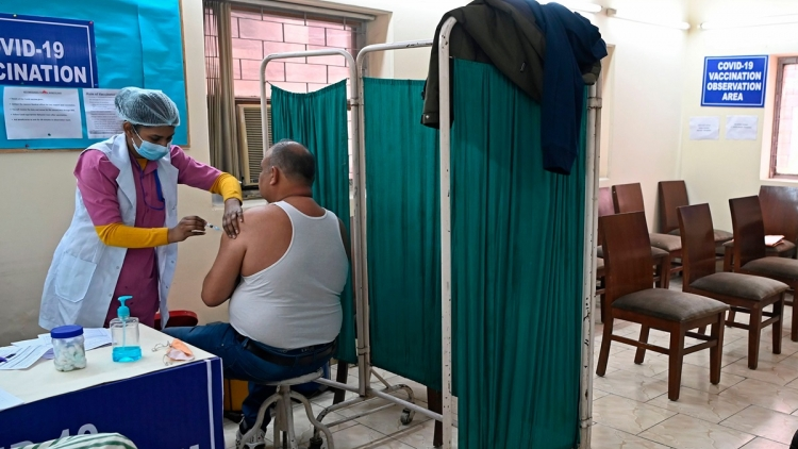 New Delhi (Ấn Độ) đóng cửa 125 trung tâm tiêm chủng do hết vaccine