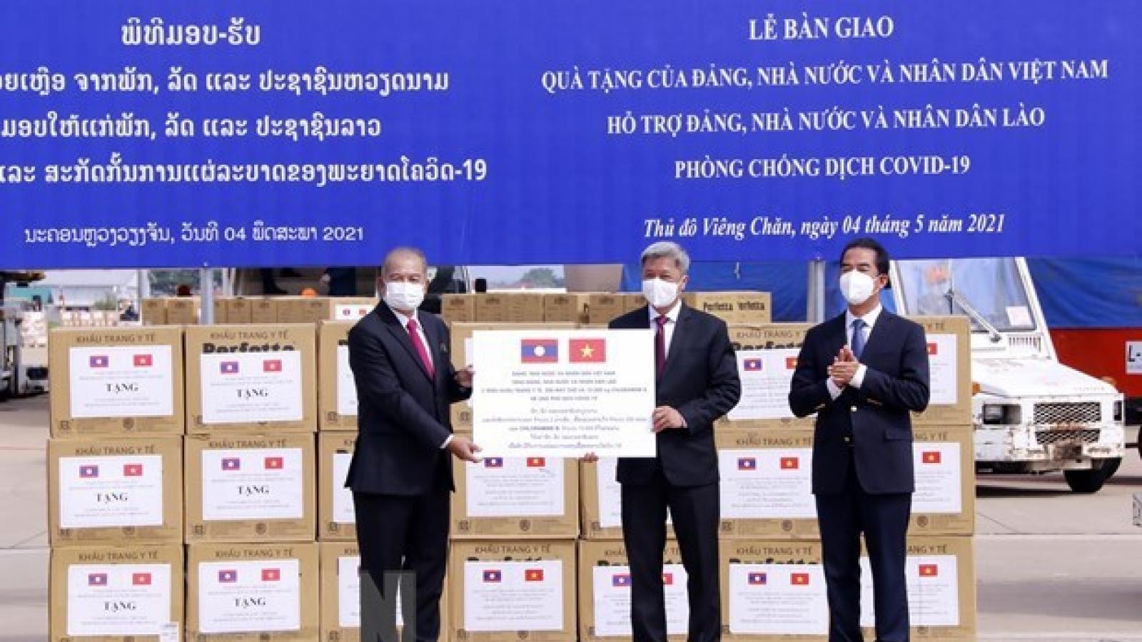 Vietnam provides medical supplies to assist Laos combat COVID-19