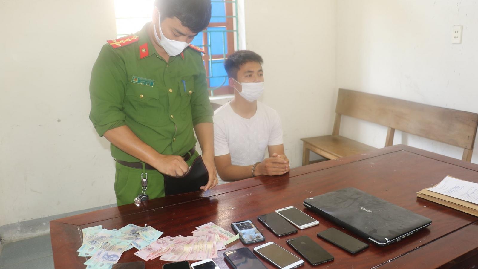 Bắt đối tượng chuyên đột nhập nhà dân, cửa hàng trộm điện thoại