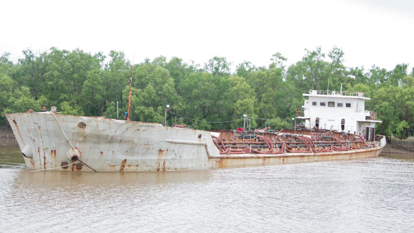 Bộ đội Biên phòng Sóc Trăng tạm giữ phương tiện vận chuyển cát biển trái phép