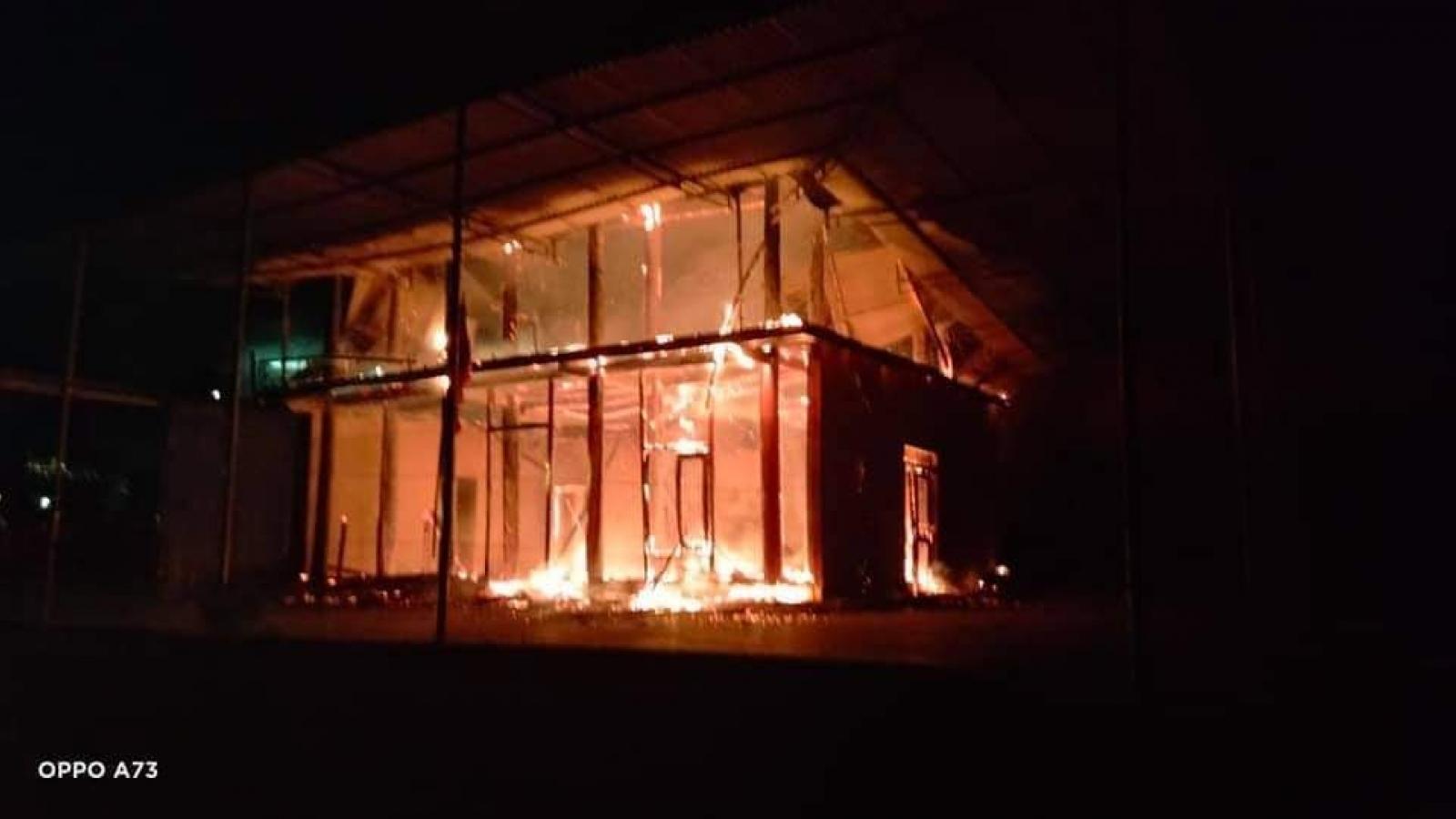 Cháy căn nhà gỗ 2 tầng do chập điện