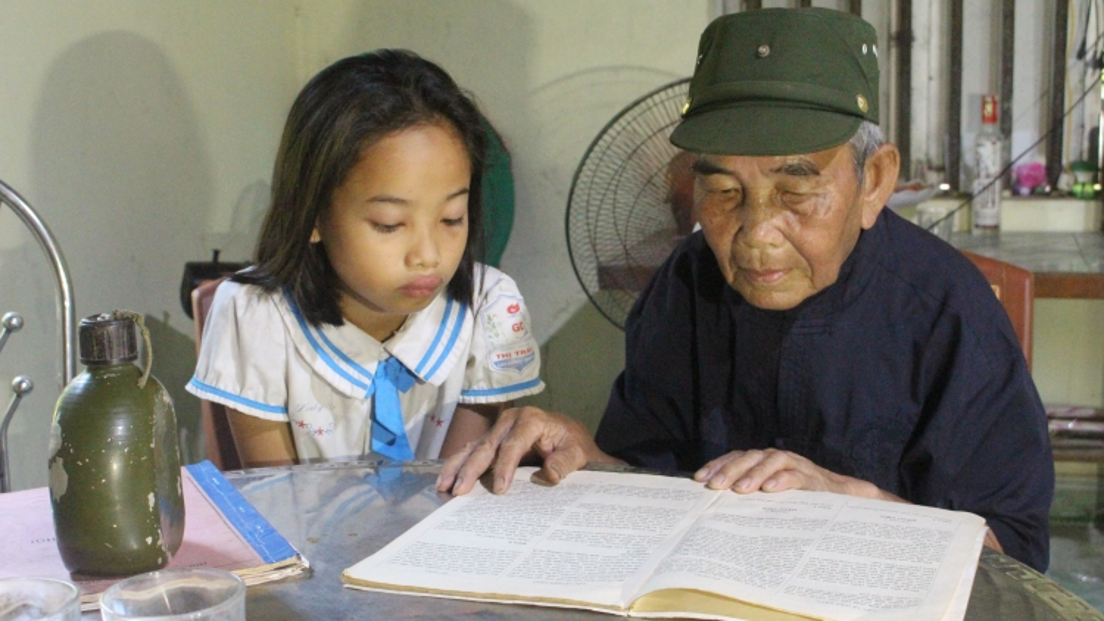 Thầy giáo già người Đan Lai và kỷ vật Bác Hồ tặng 60 năm trước