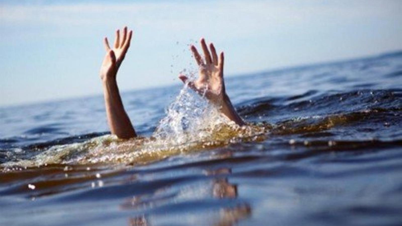 18 học sinh rủ nhau đi tắm biển, 3 em mất tích ở Giao Thủy, Nam Định