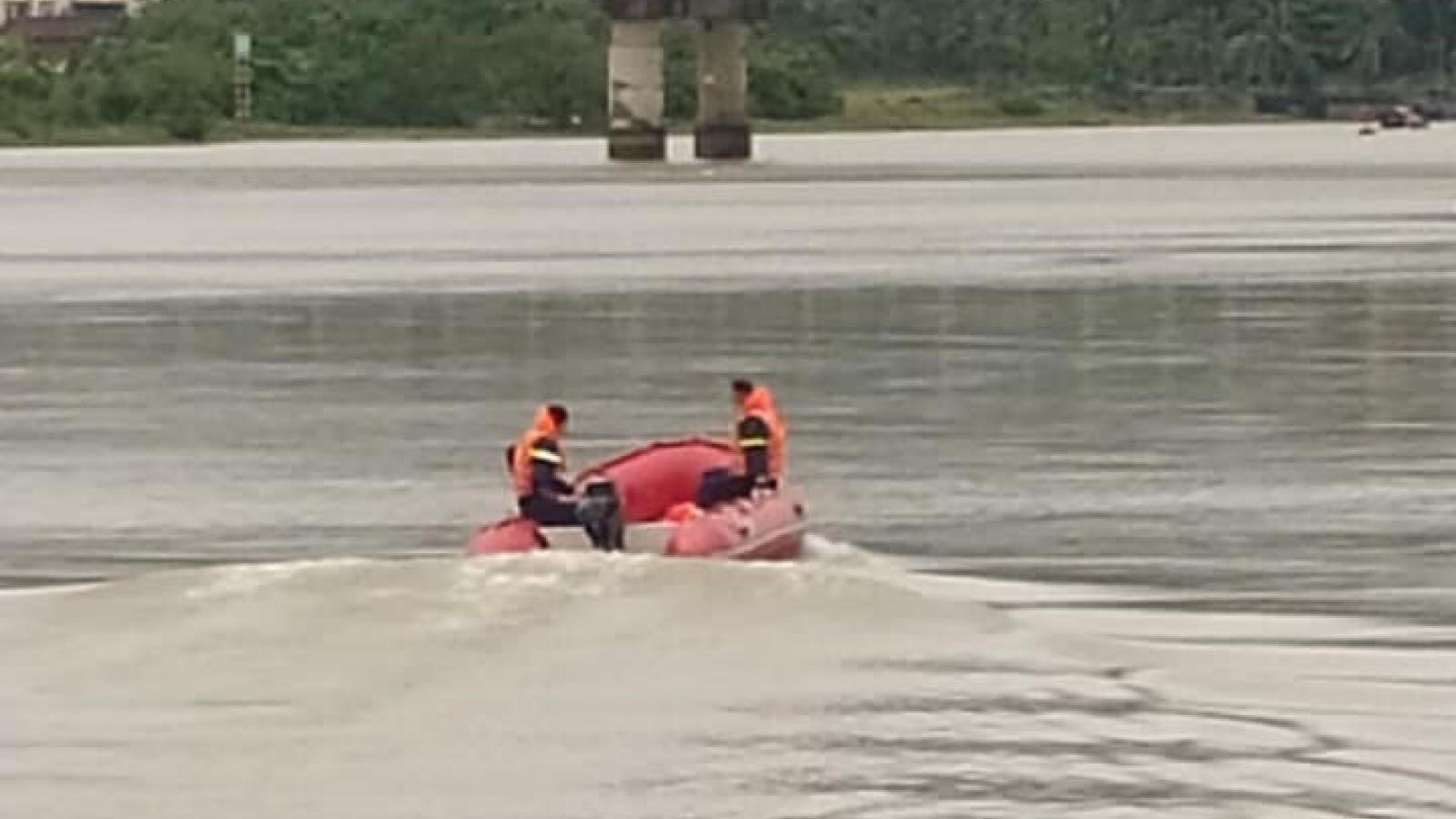Phát hiện thi thể thầy giáo dưới sông Lam trên đầu có 3 vết đạn
