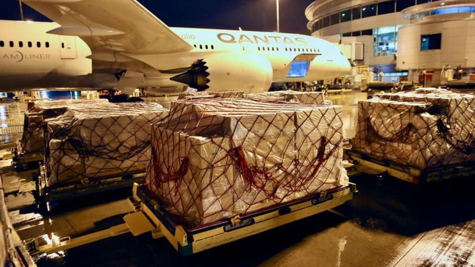 Australia vận chuyển thiết bị y tế tới Ấn Độ hỗ trợ ứng phó Covid-19