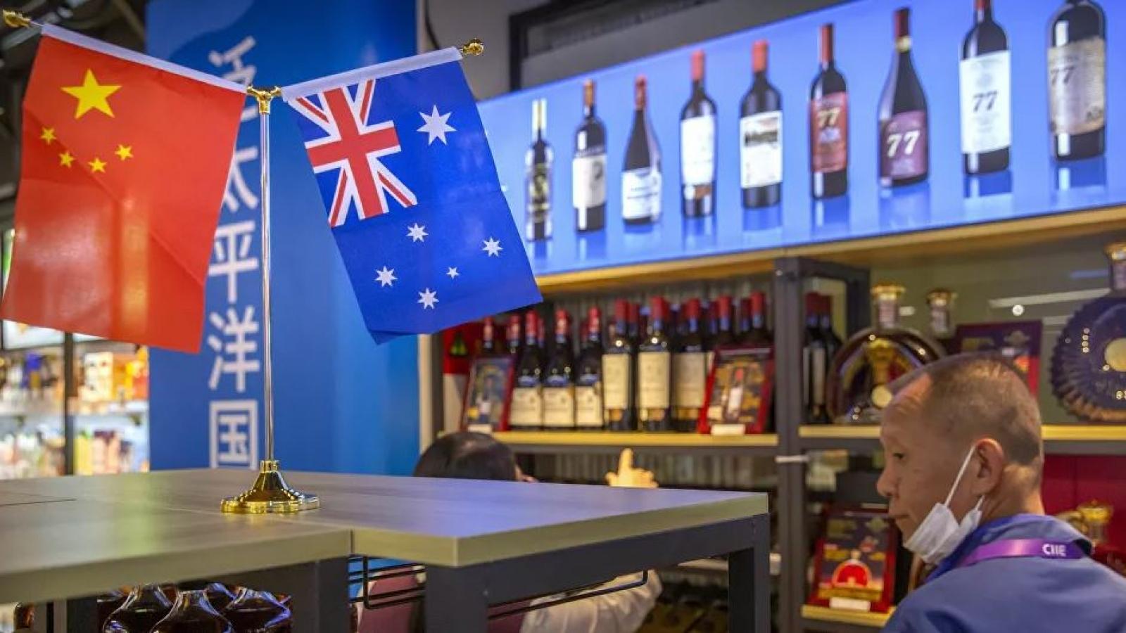 Australia phản ứng khi Trung Quốc dừng vô thời hạn trao đổi kinh tế