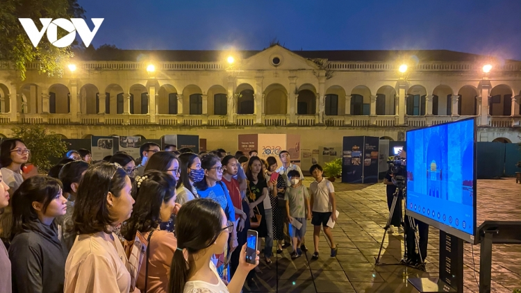 Discovering Thang Long royal citadel at night