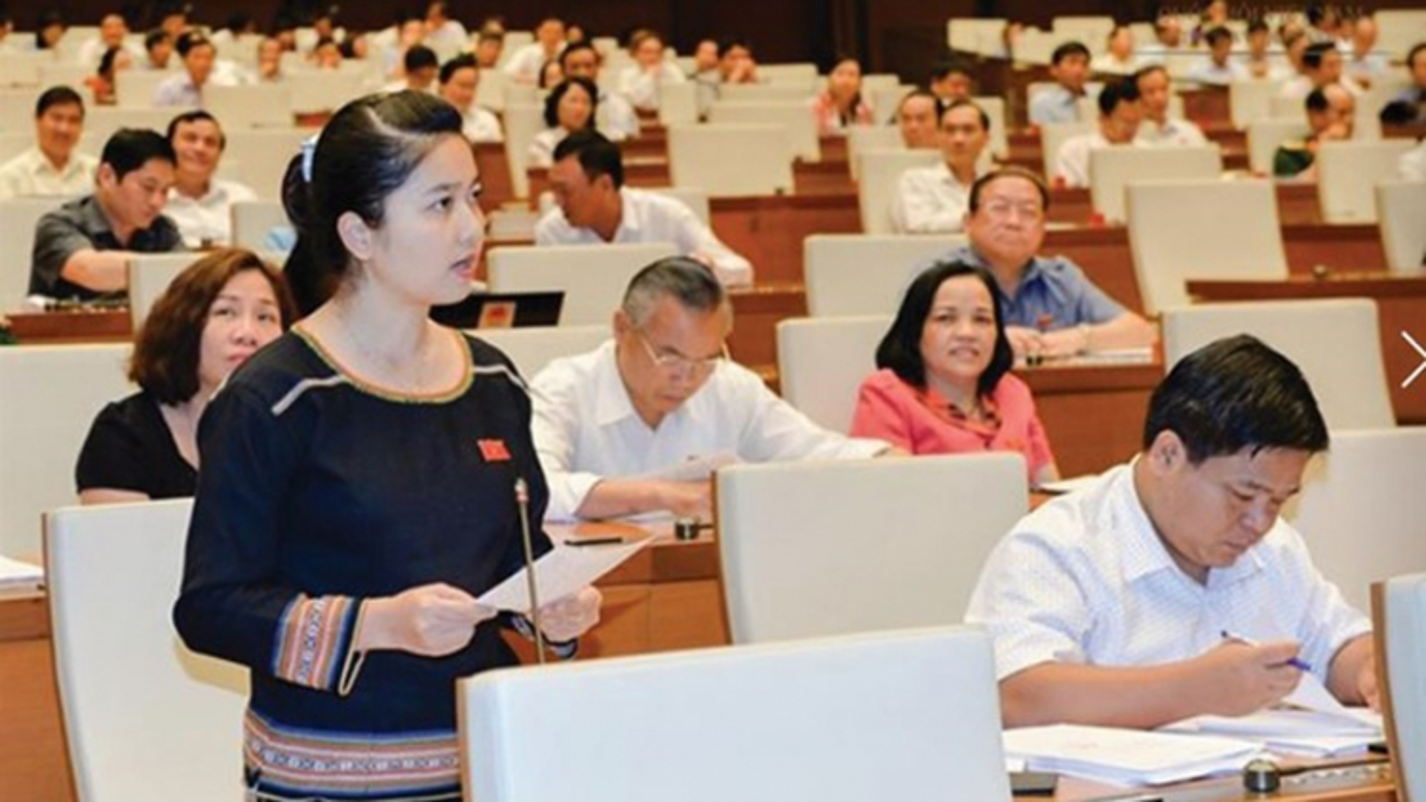 Vietnam plans to raise ethnic NA deputies to 18%