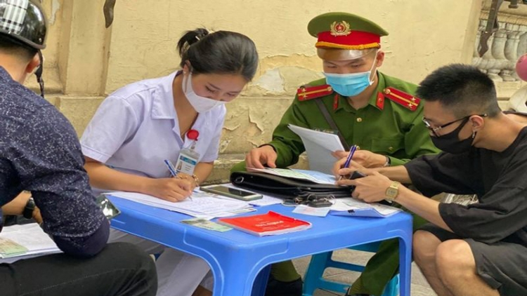 More than 100 people fined for not wearing face masks in Ha Noi