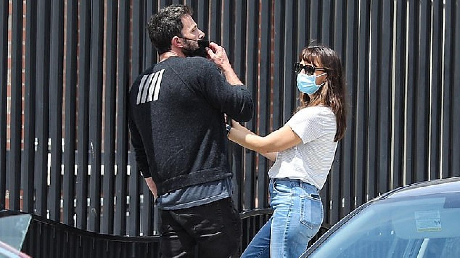 Ben Affleck trò chuyện thân mật cùng vợ cũ Jennifer Garner