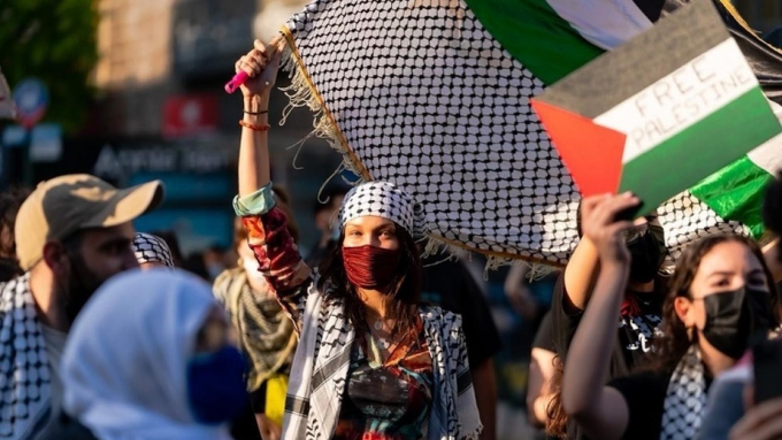 Siêu mẫu Mỹ ủng hộ Palestine, Israel lên tiếng chỉ trích