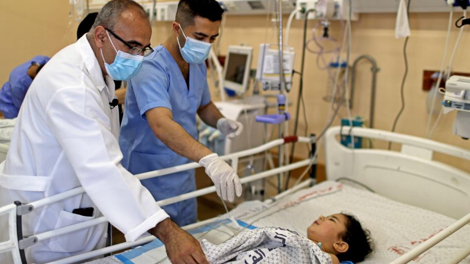 Các bệnh viện tại Dải Gaza đối mặt thách thức kép: Covid-19 và xung đột
