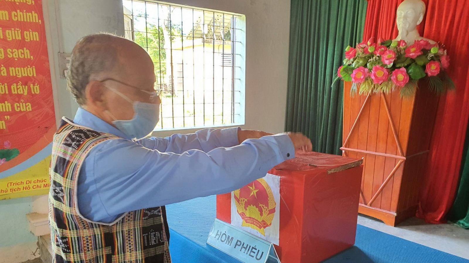Bầu cử sớm ở huyện biên giới Nam Giang, Quảng Nam diễn ra đúng tiến độ