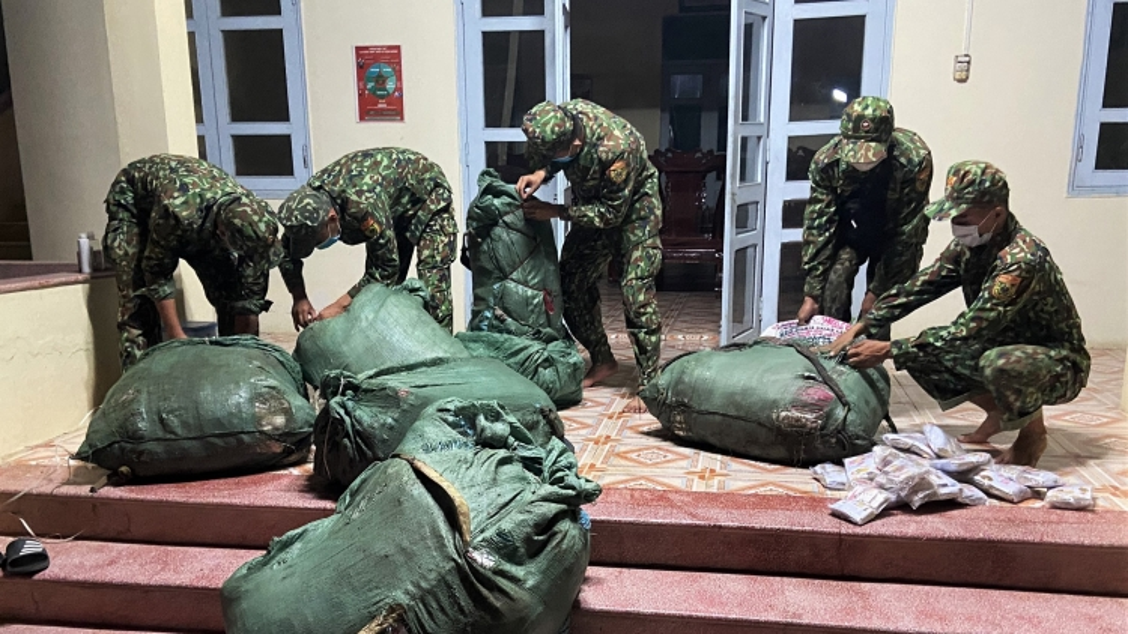 Bộ đội Biên phòng An Giangbắt giữ lô hàng lậu trị giá hơn 200triệu đồng