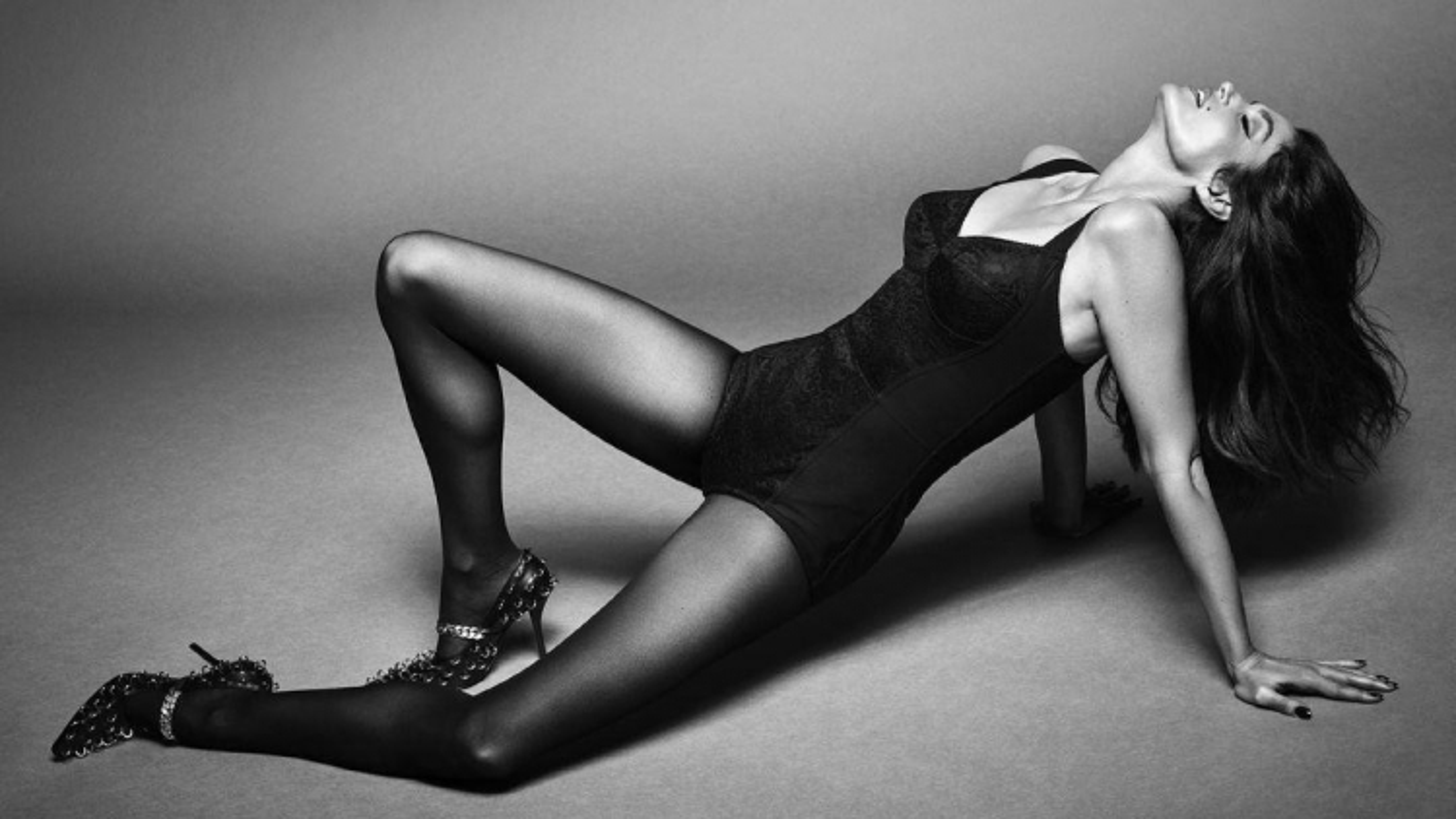 Cindy Crawford đẹp cuốn hút trên trang bìa tạp chí Vogue Brazil