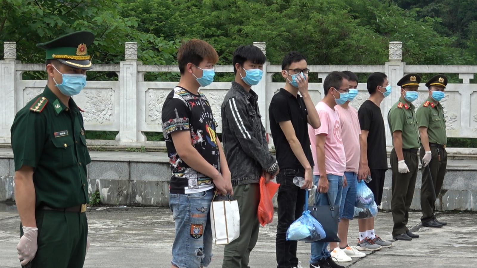Cao Bằng trao trả 6 công dân Trung Quốc nhập cảnh trái phép