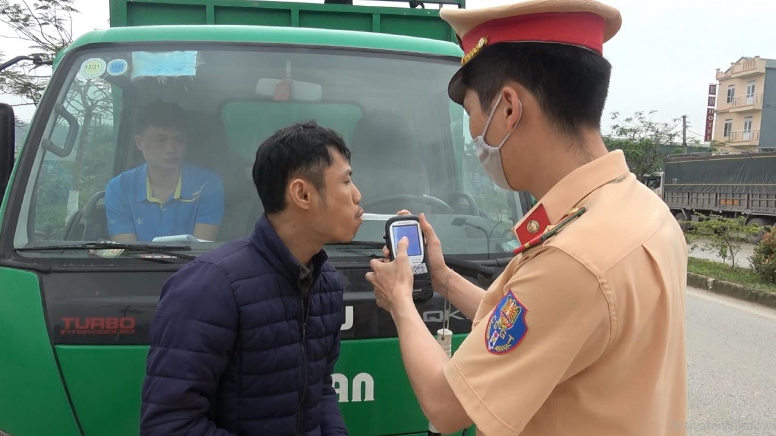 Cao Bằng xử phạt hàng trăm trường hợp vi phạm Luật Giao thông đường bộ