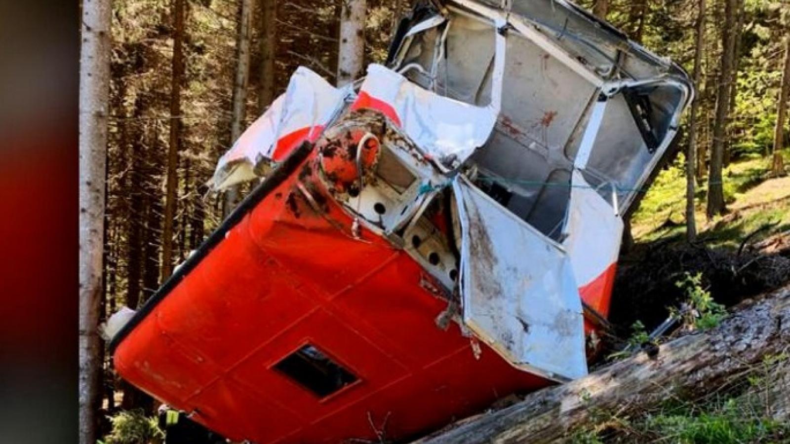 Cabin cáp treo rơi xuống đất, ít nhất 14 người thiệt mạng ở Italy