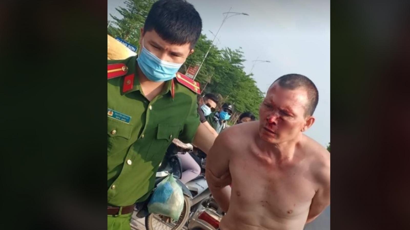 Bắt tên cướp taxi manh động, cầm dao chém người tại Hà Nội