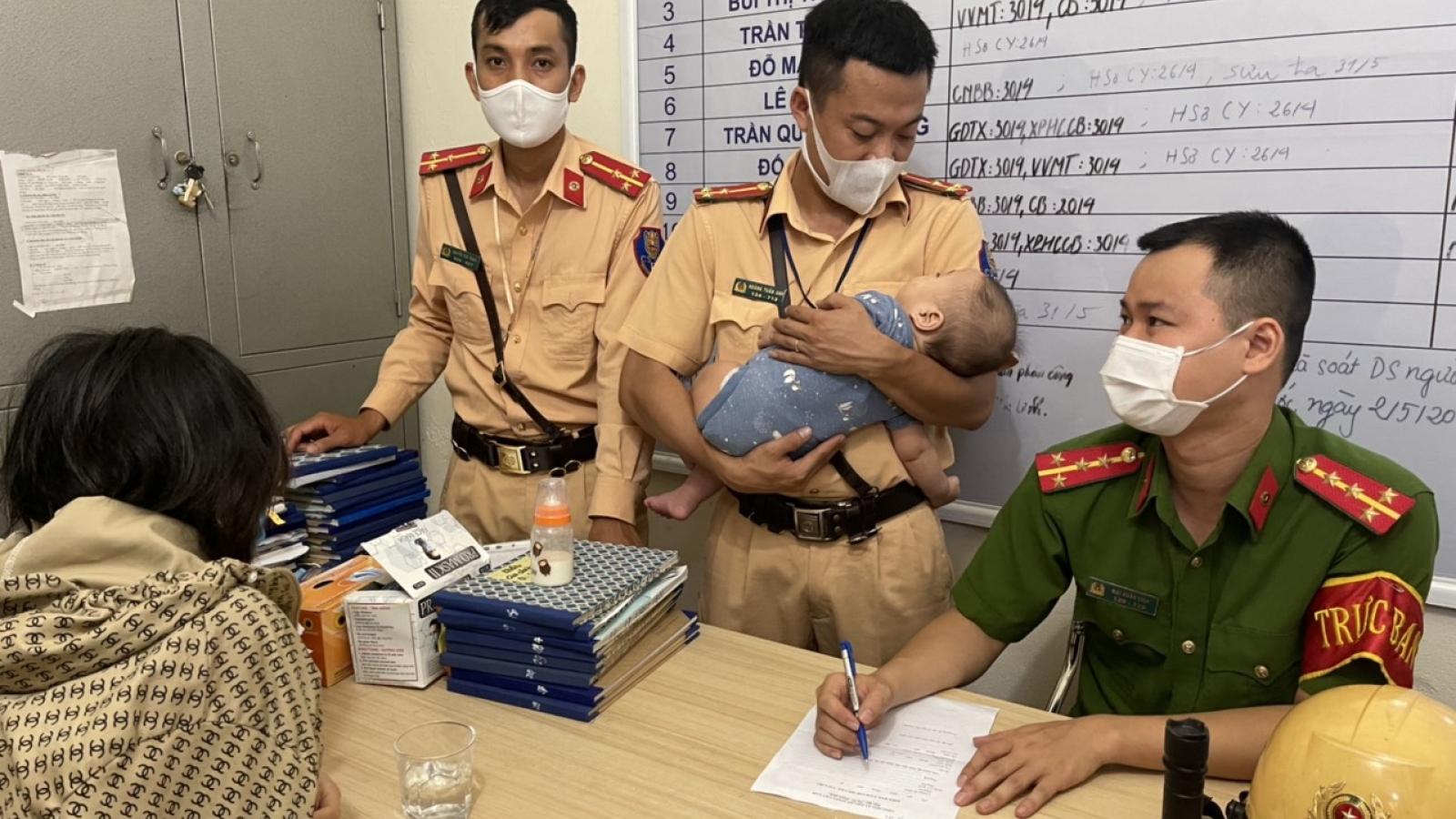 CSGT giải cứu người phụ nữ ôm con 5 tháng tuổi định nhảy cầu tự vẫn
