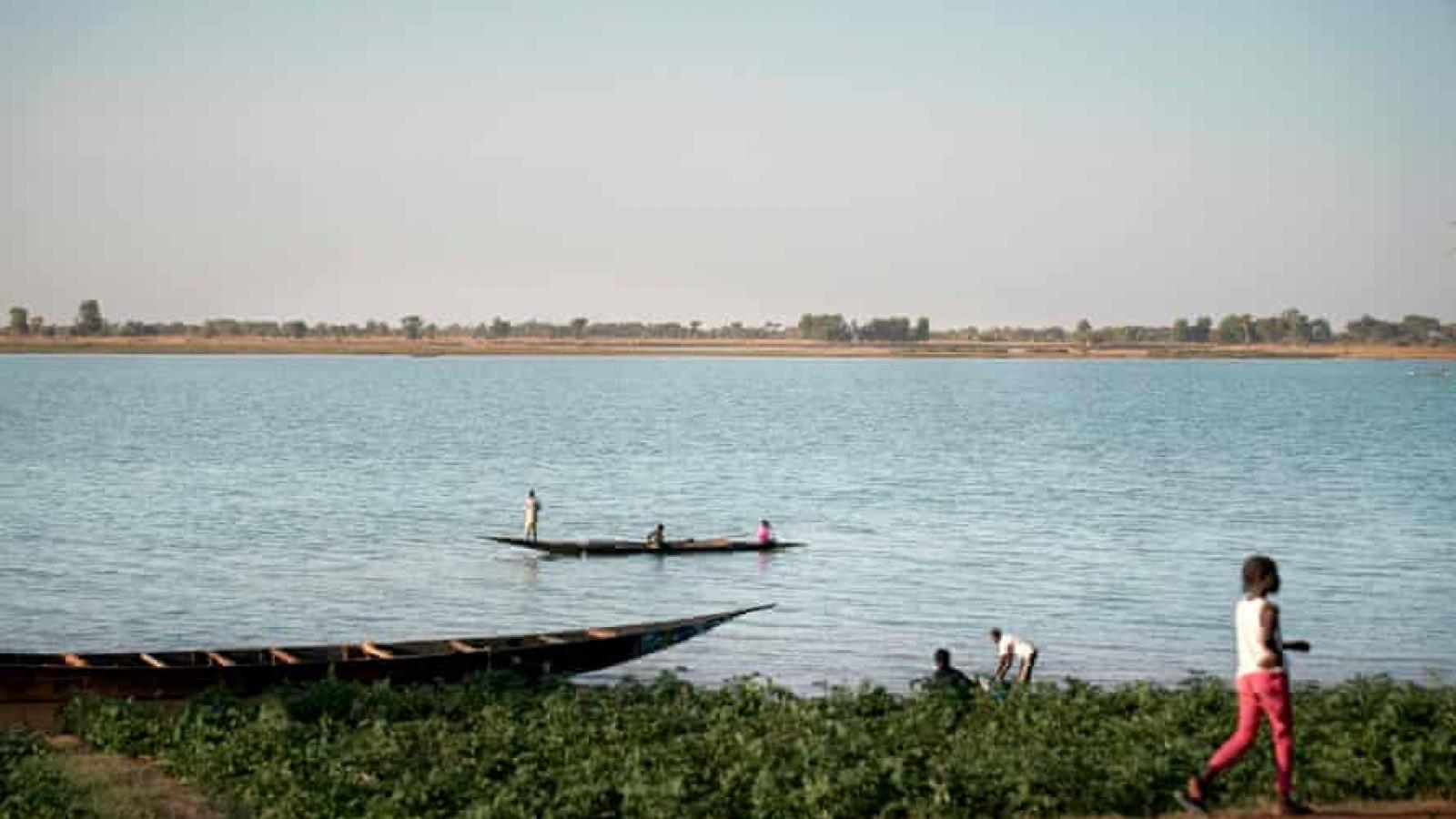 Lật thuyền ở Nigeria, hơn 100 người mất tích