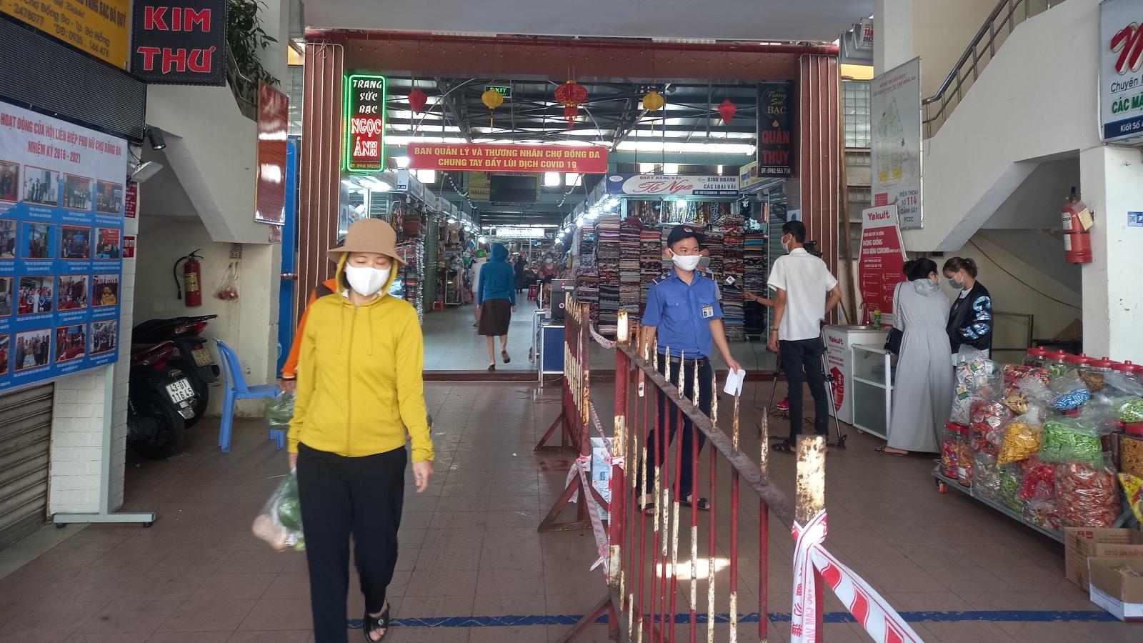 Người dân Đà Nẵng chia ngày đi chợ theo phiếu để phòng dịch