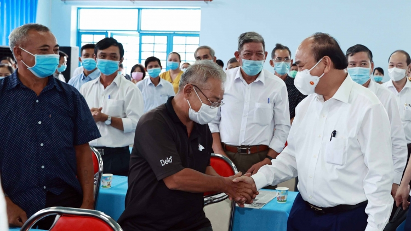 Chủ tịch nước Nguyễn Xuân Phúc tiếp xúc cử tri tại TPHCM