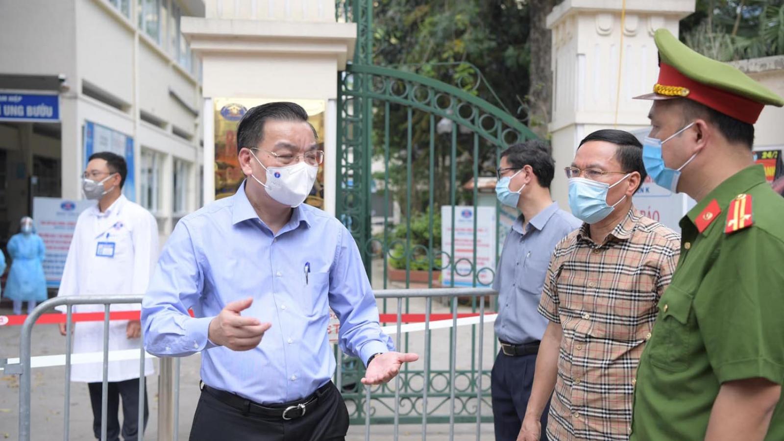 Phát hiện 10 ca mắc Covid-19, Chủ tịch Hà Nội trực tiếp kiểm tra phong tỏa viện K