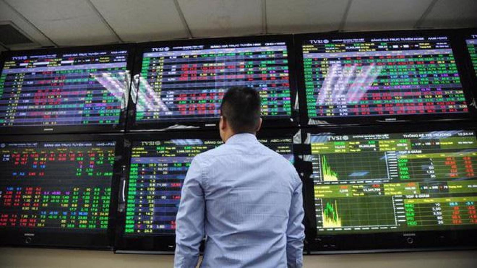 """Áp lực chốt lời gia tăng có thể khiến thị trường chứng khoán """"rung lắc"""" trong tuần này"""