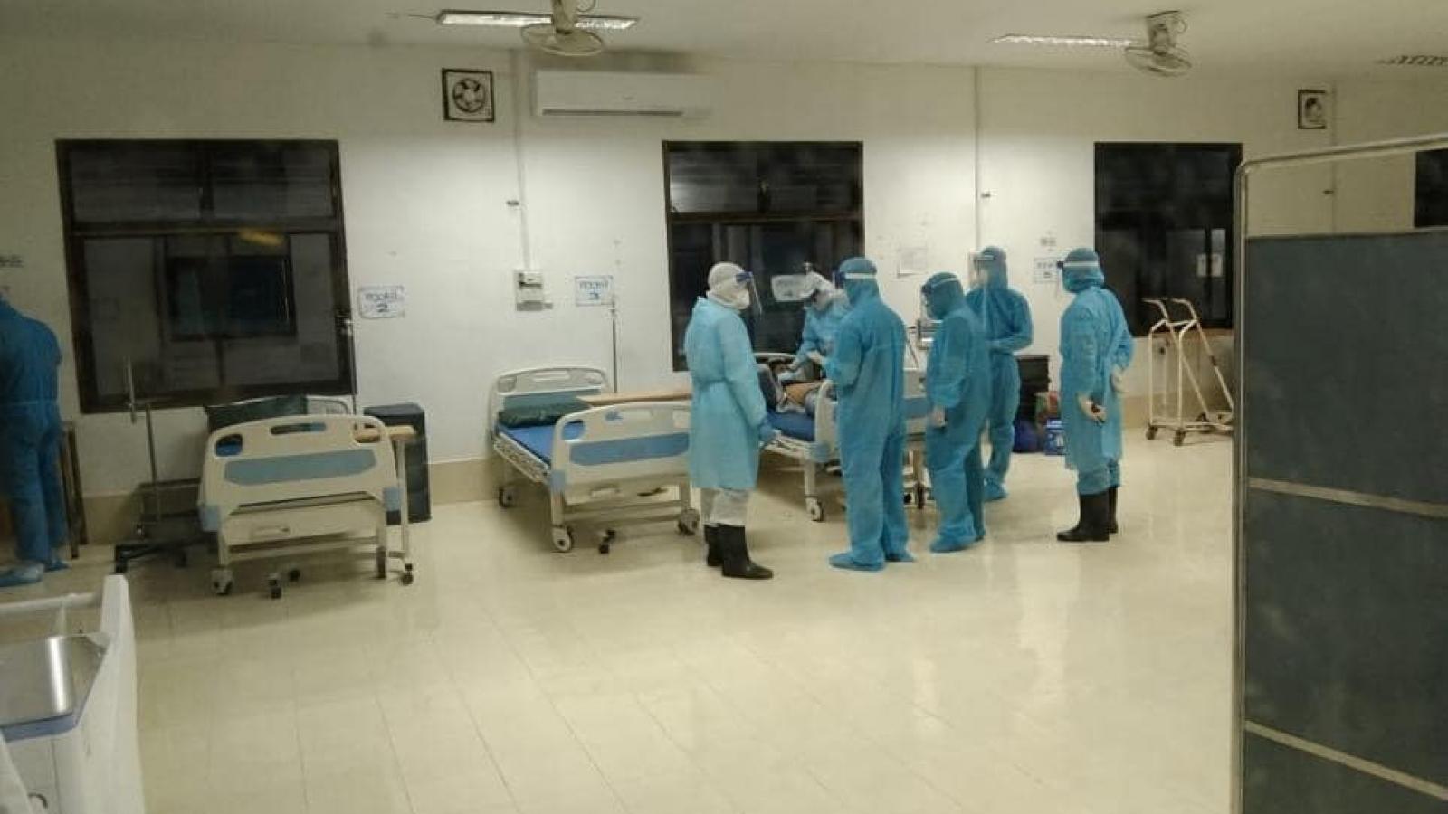 Bệnh nhân Covid-19 nặng tại Lào được chuyên gia y tế Việt Nam cấp cứu