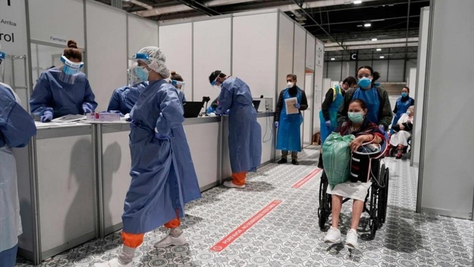 Châu Âu bắt đầu mở cửa trở lại, Châu Á tăng tốc tiêm vaccine ngừa Covid-19