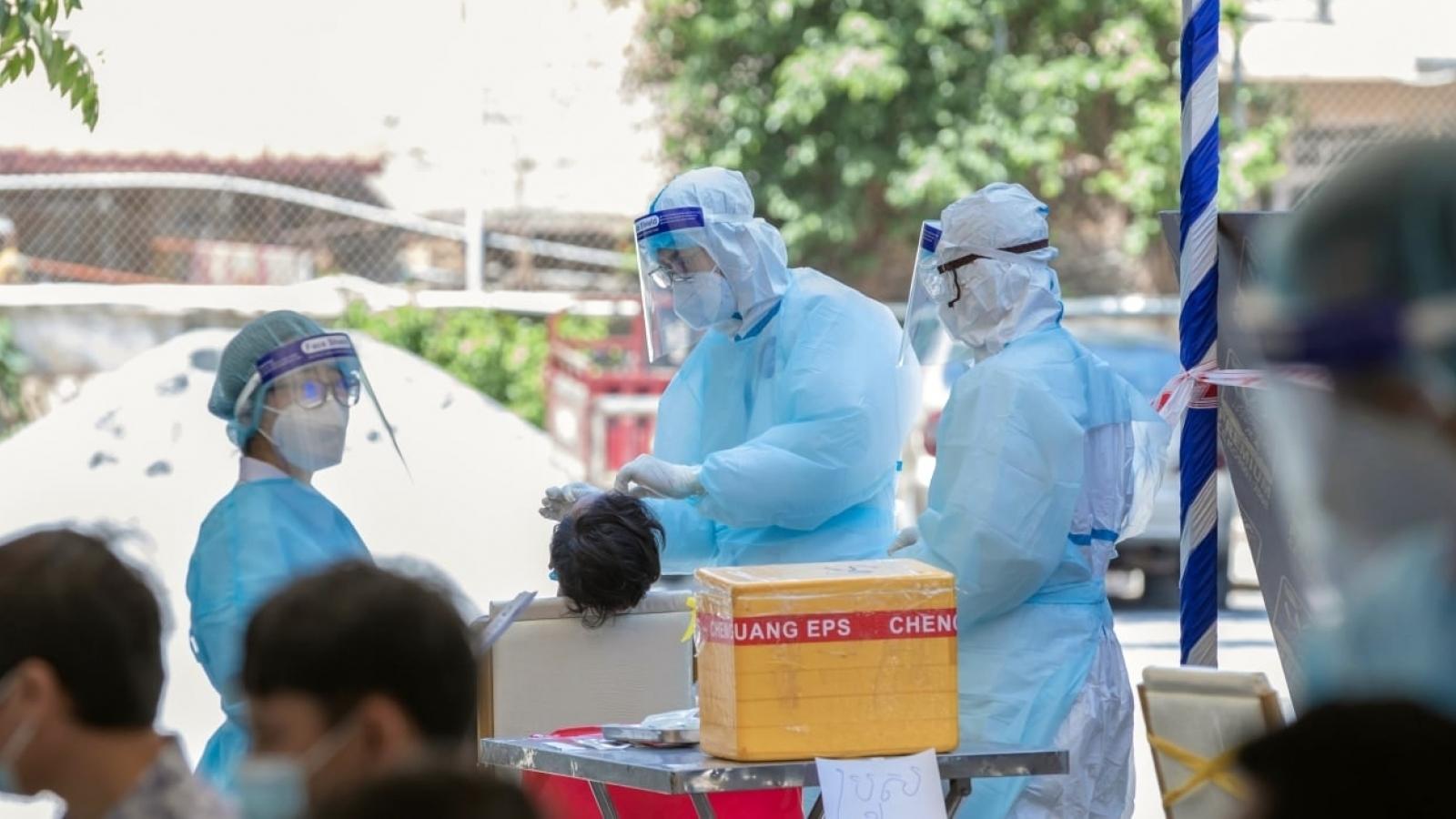 """Ghi nhận thêm 840 ca Covid-19, Campuchia tăng cường tiêm vaccine tại """"vùng đỏ"""""""