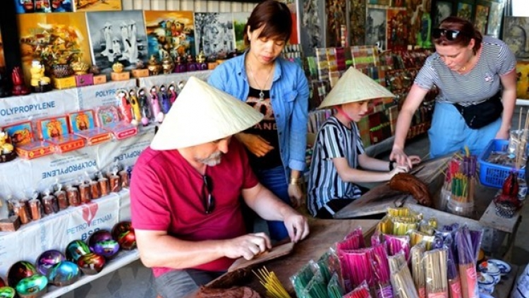 COVID-19 outbreak forces suspension of Hue traditional craft festival