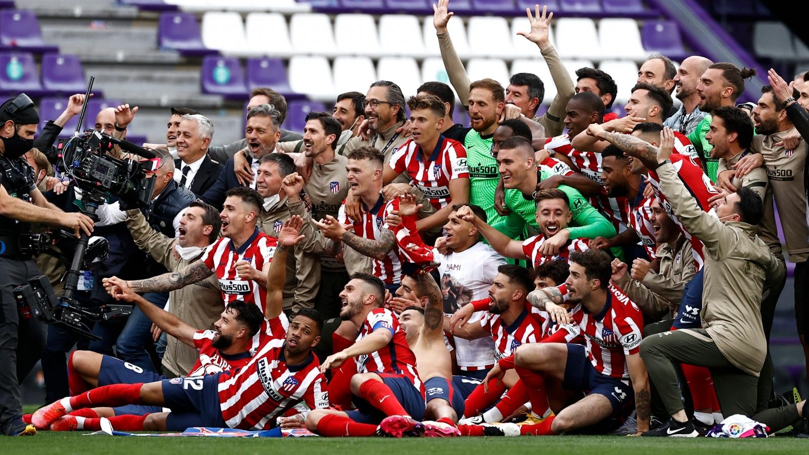 """Những diễn biến """"điên rồ"""" đưa Atletico Madrid lên ngôi vô địch La Liga"""