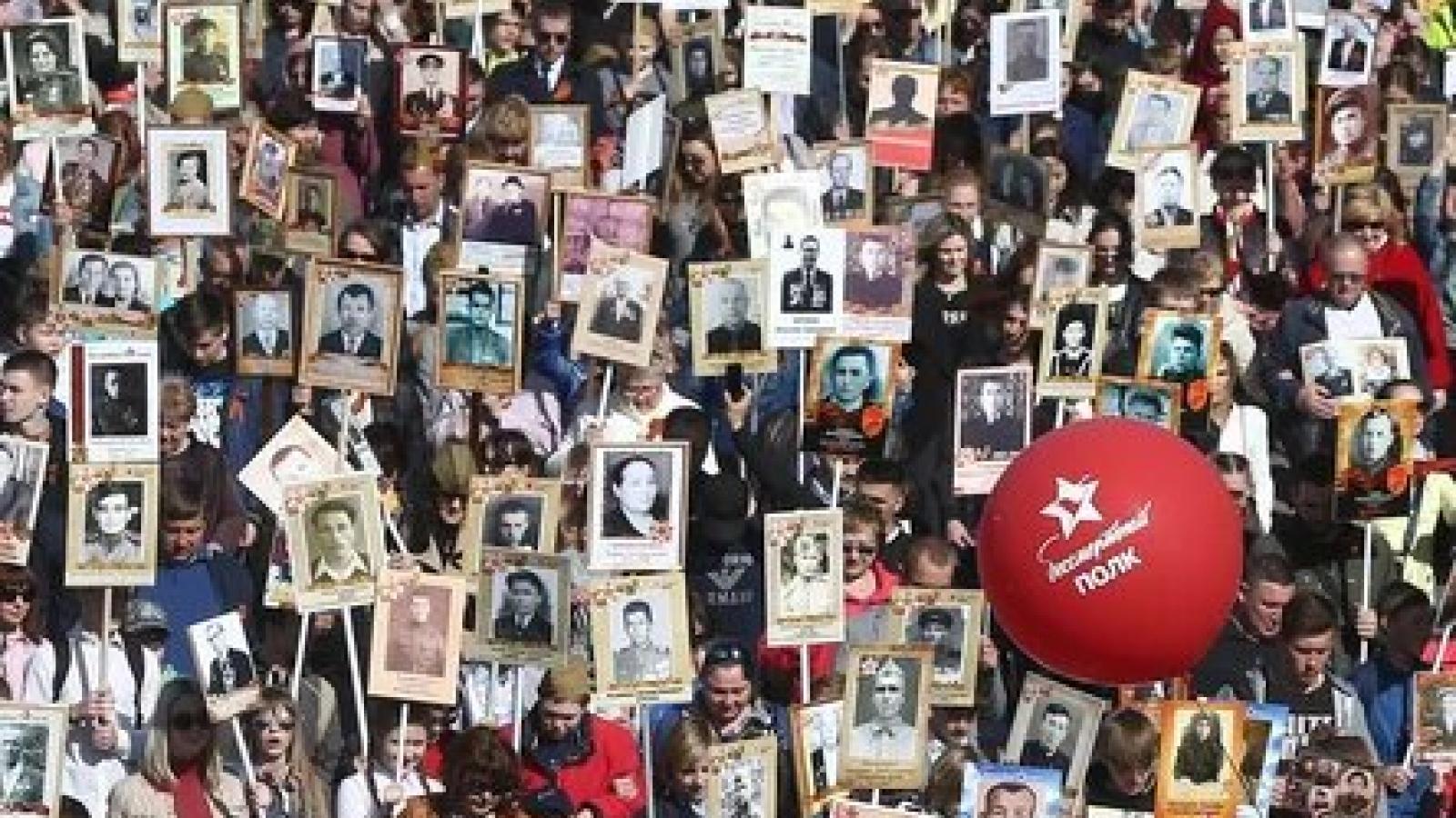 """""""Binh đoàn bất tử"""" diễu hành trực tuyến nhân 76 năm Chiến thắng tại Nga"""