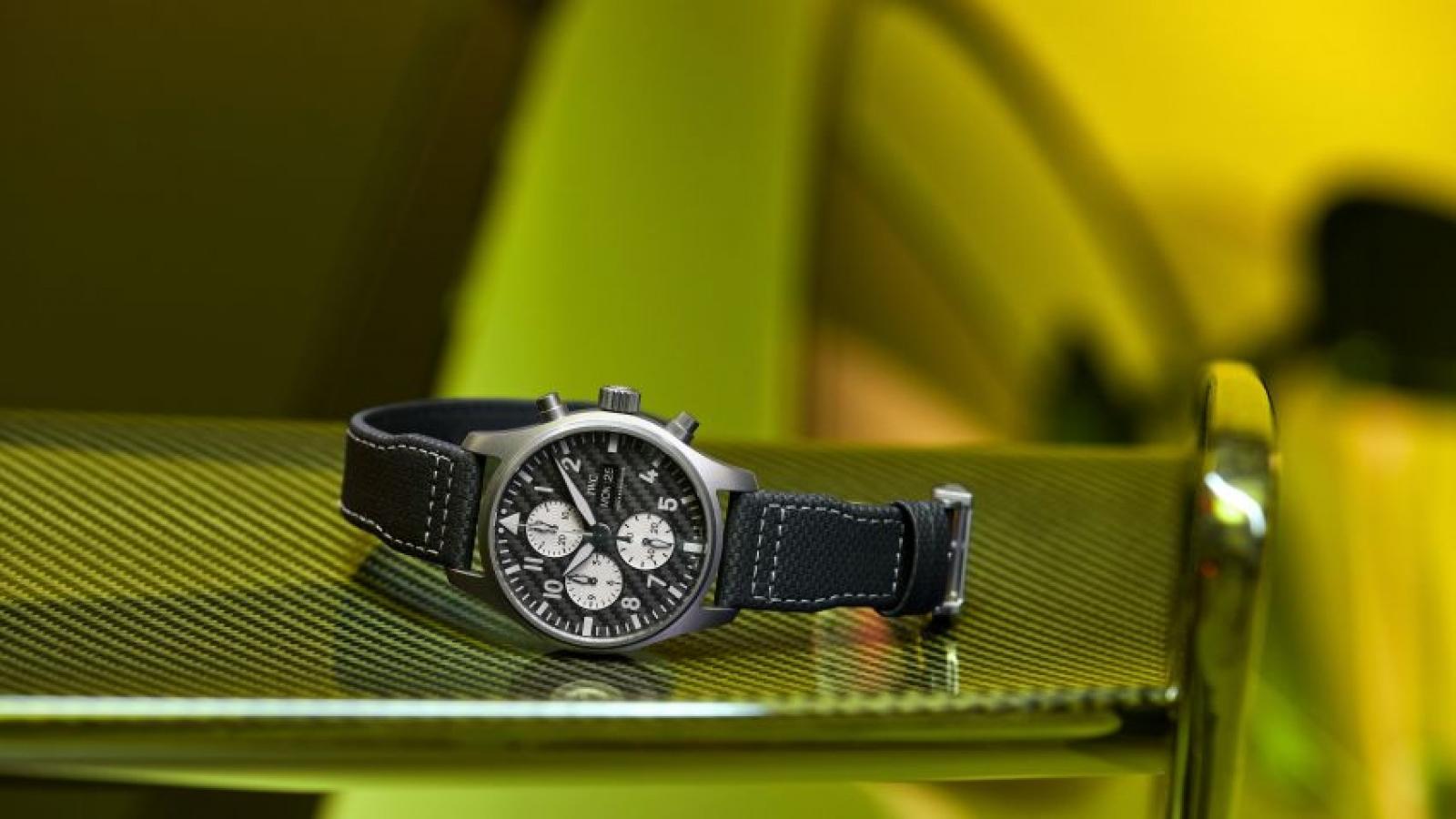 Mercedes kết hợp IWC tung ra dòng đồng hồ mới giá 210 triệu đồng