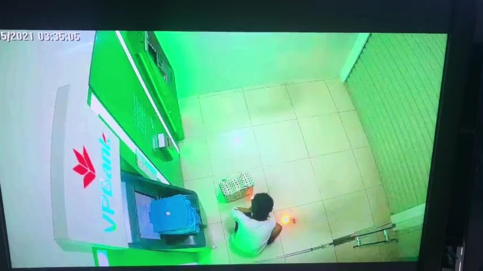 Bắt đối tượng đốt ngân hàng ở Kiên Giang qua trích xuất camera
