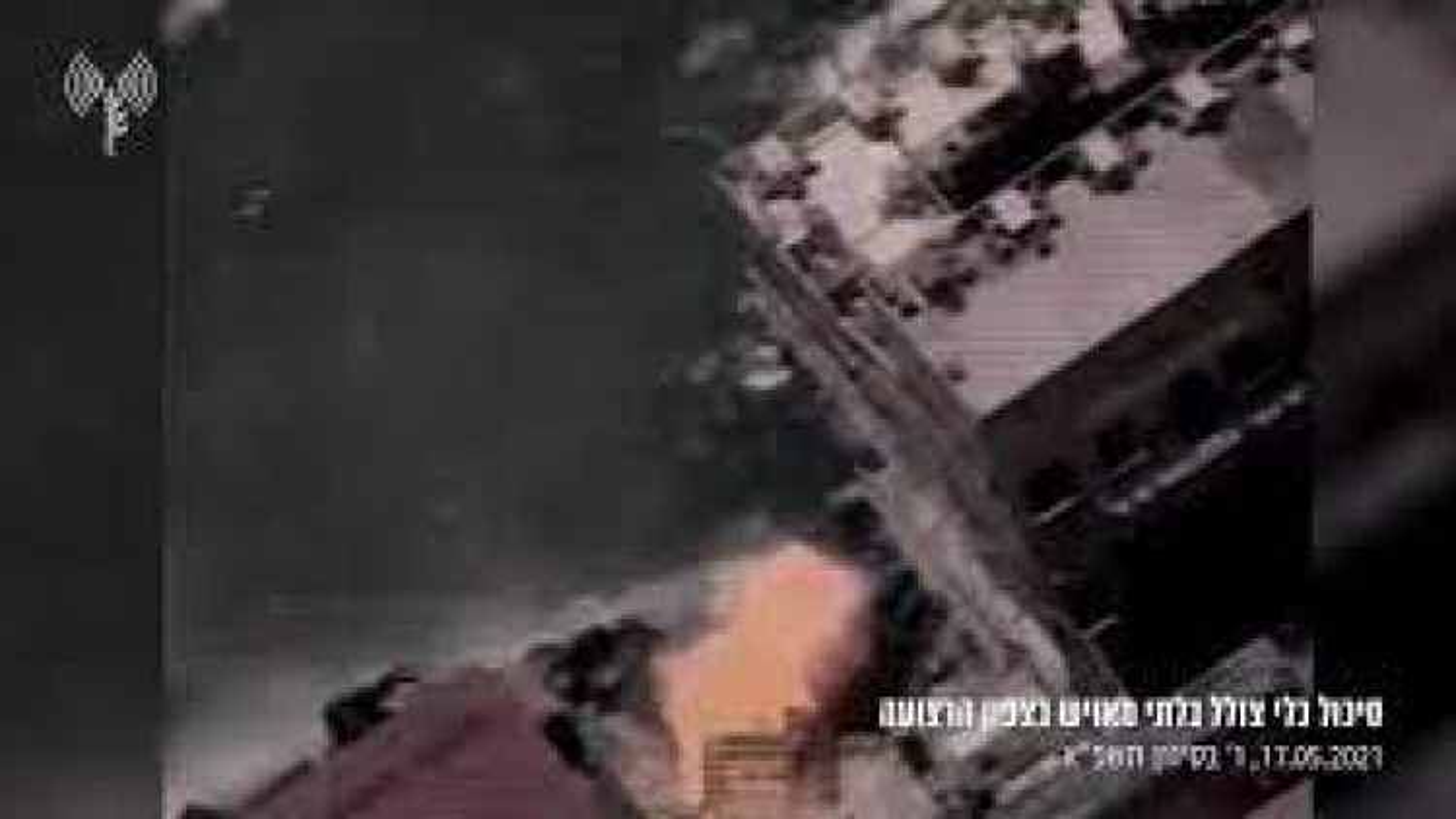 Khoảnh khắc Israel làm nổ tung tàu ngầm không người lái của Hamas