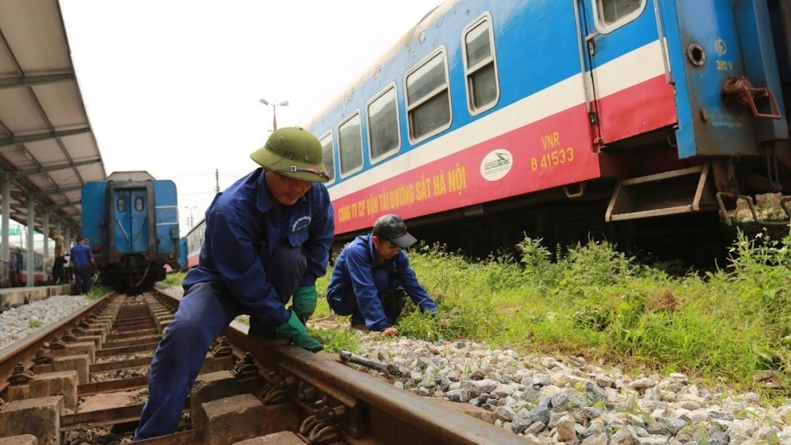 Ký hợp đồng hơn 2.800 tỷ đặt hàng bảo trì kết cấu hạ tầng đường sắt Quốc gia