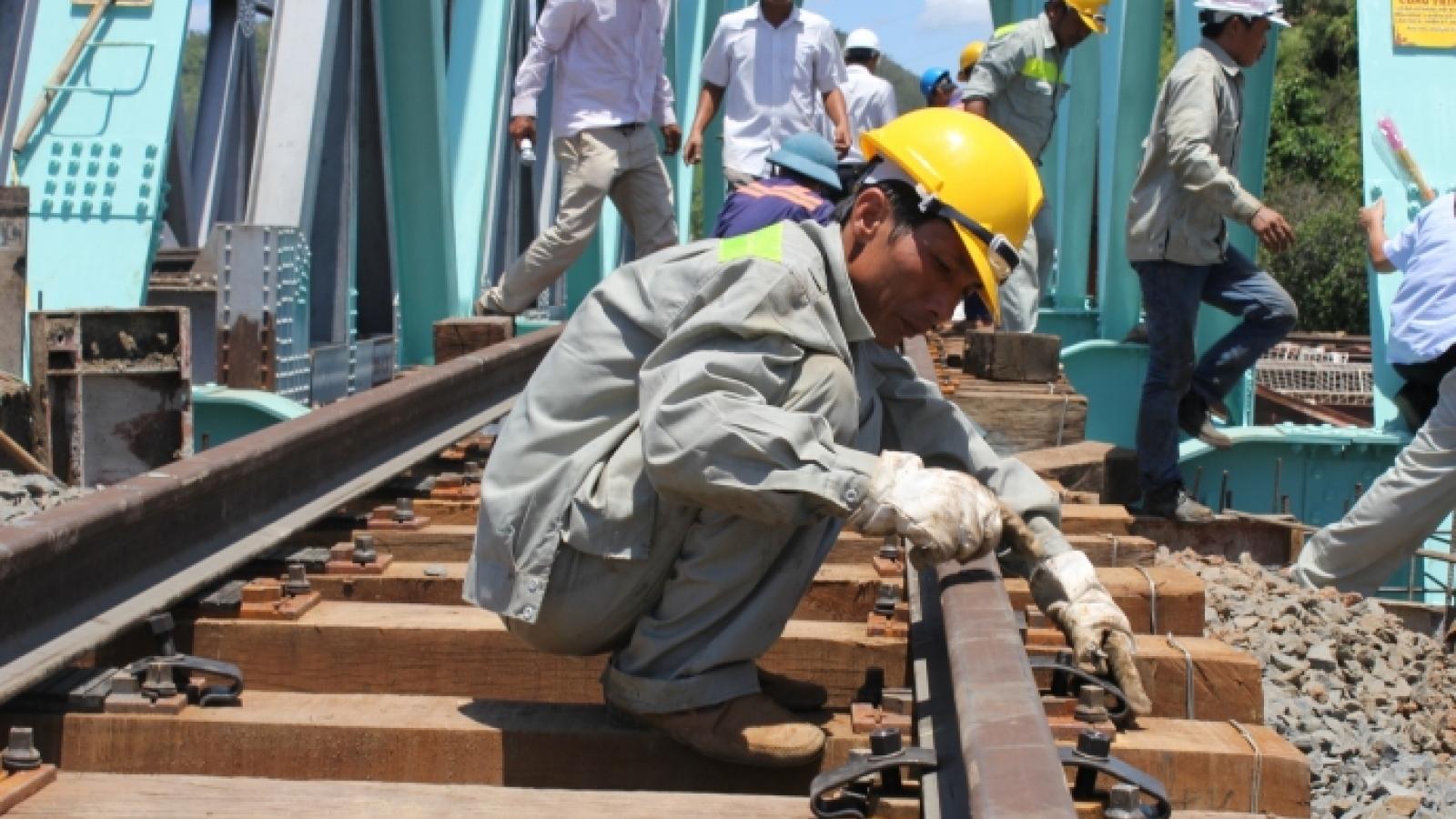 """Cấp tốc ký hợp đồng đặt hàng bảo trì đường sắt Bắc-Nam sau """"đơn kêu cứu"""""""