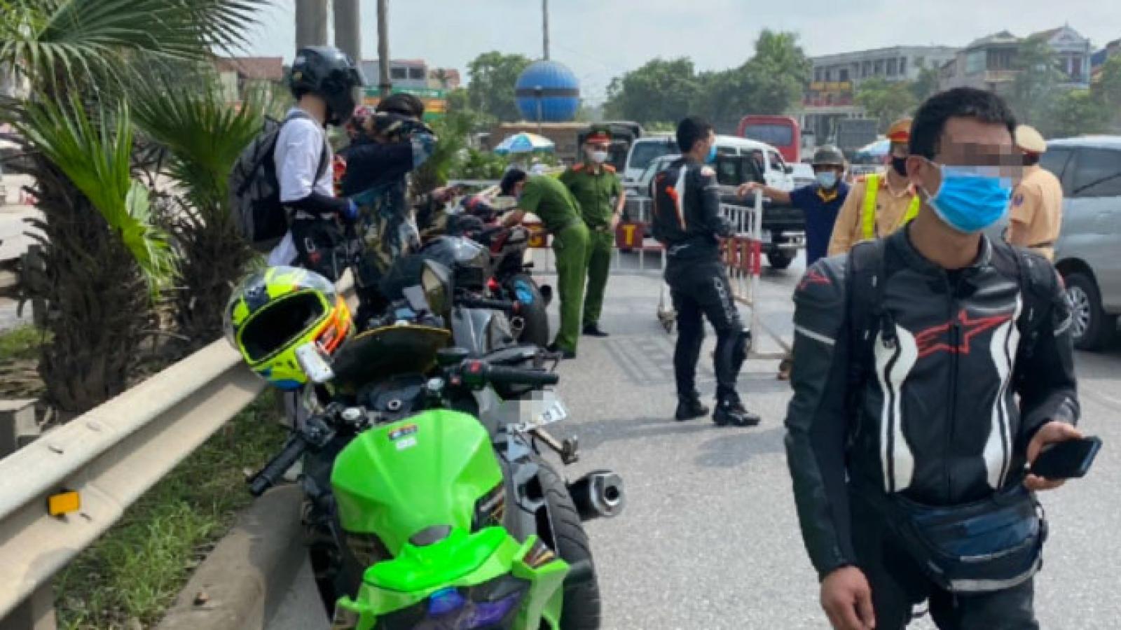 Tước bằng lái 9 môtô phân khối lớn đi vào cao tốc Hà Nội-Thái Nguyên