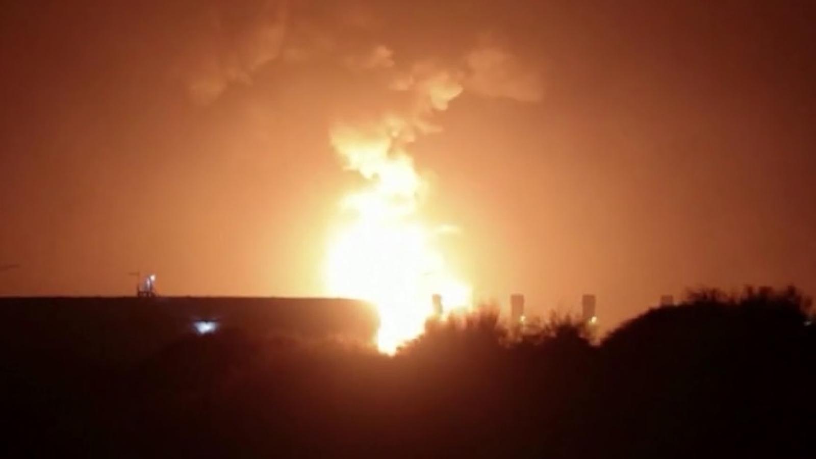 Đường ống dầu khí Israel bốc cháy do trúng rocket Hamas phóng từ Gaza sang