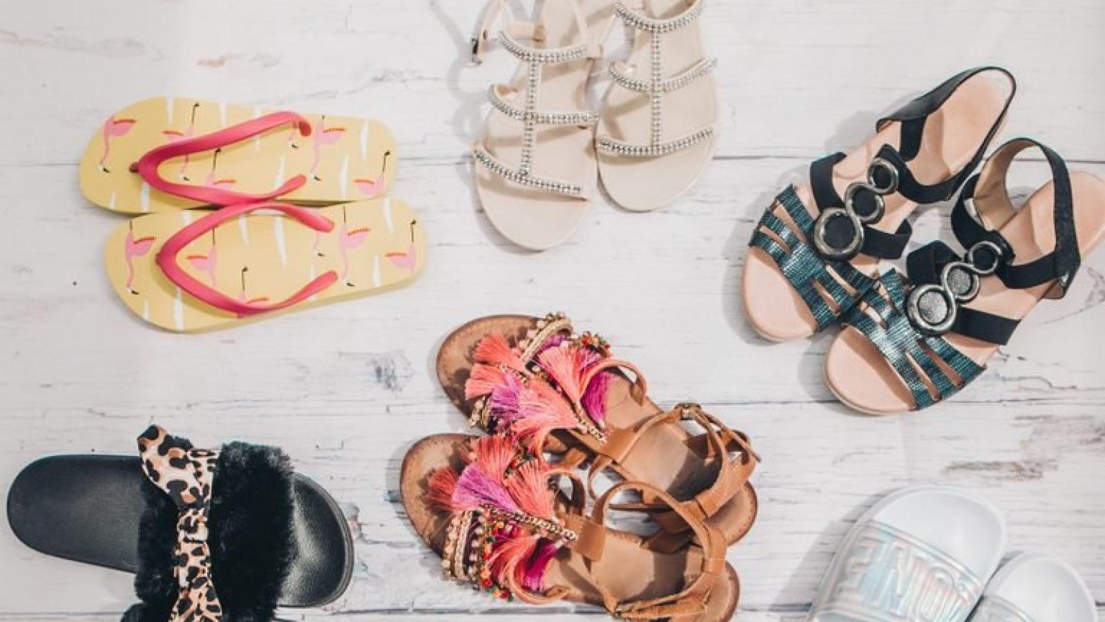 9 mẹo chăm sóc bàn chân khi đi dép quai hậu hoặc dép lê
