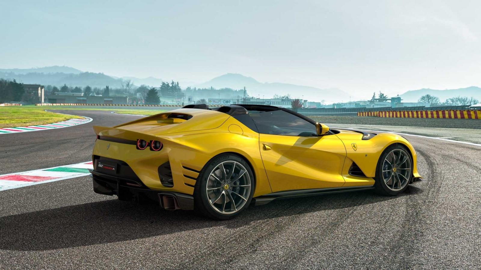 Ra mắt phiên bản mui trần phong cách Targa mang tên 812 Competizione A