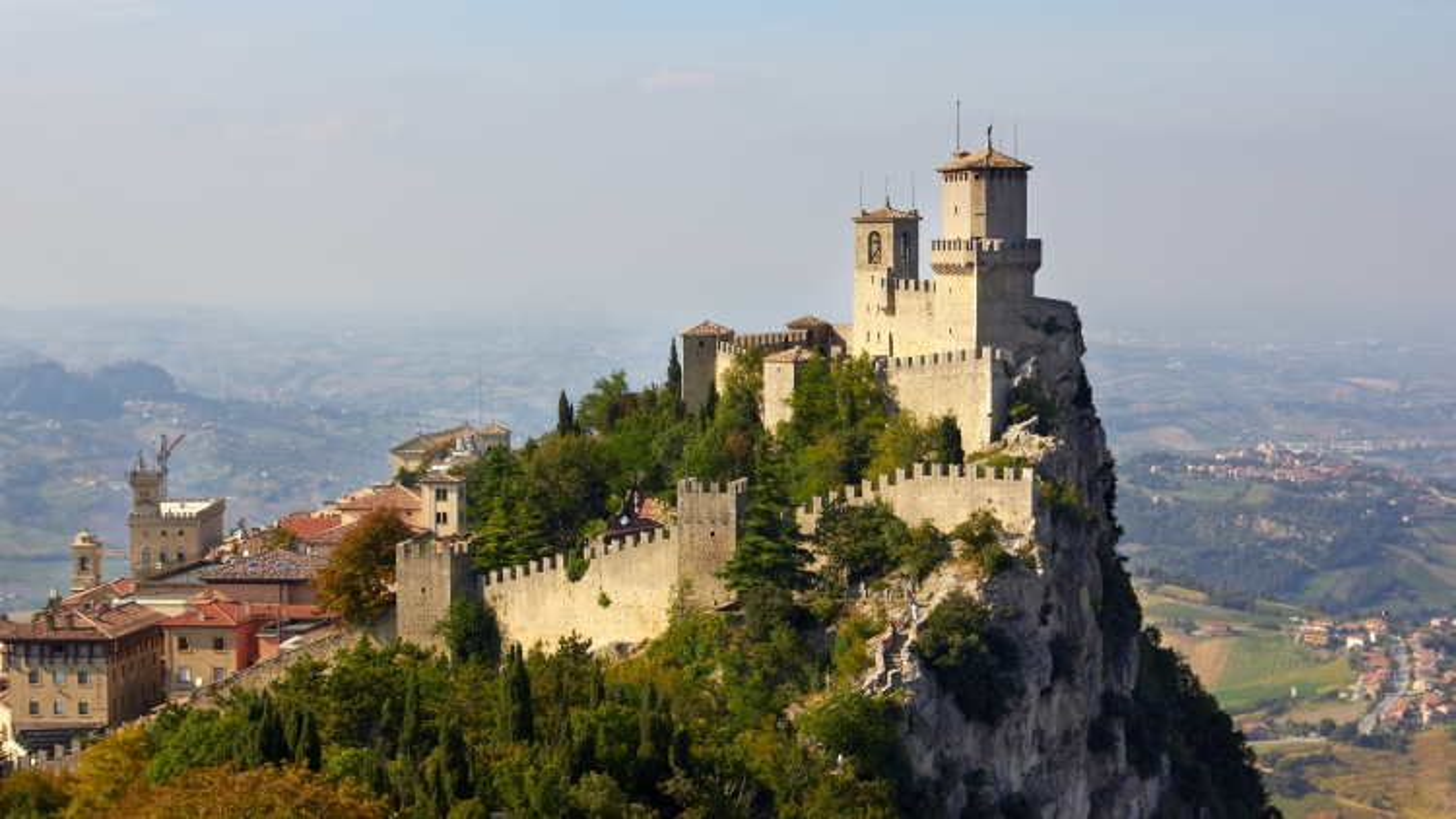 Không còn bệnh nhân Covid-19, San Marino tiêm vaccine cho du khách