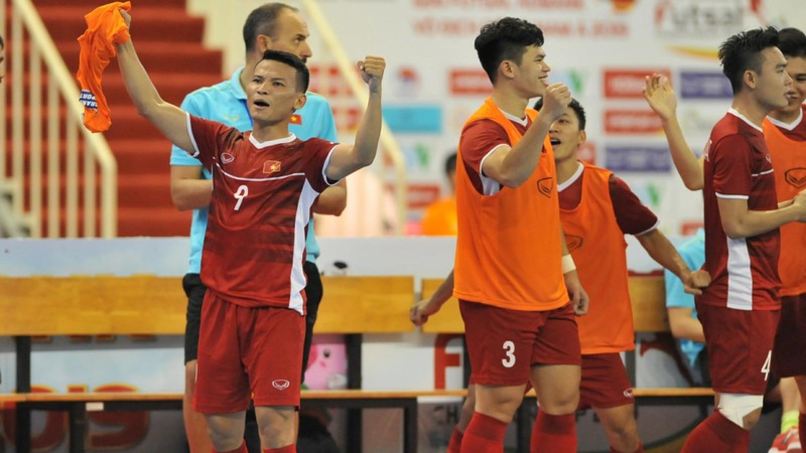 """ĐT Futsal Việt Nam thắng ngược Iraq trước khi """"săn"""" vé dự World Cup"""