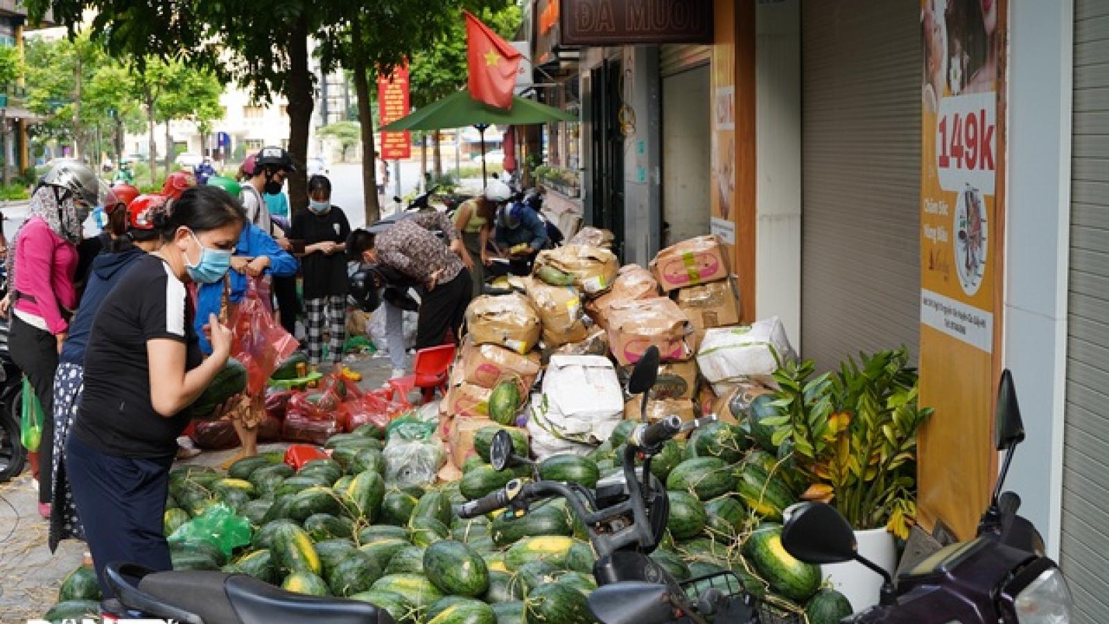 Người dân Hà Nội chung tay hỗ trợ tiêu thụ nông sản Bắc Giang