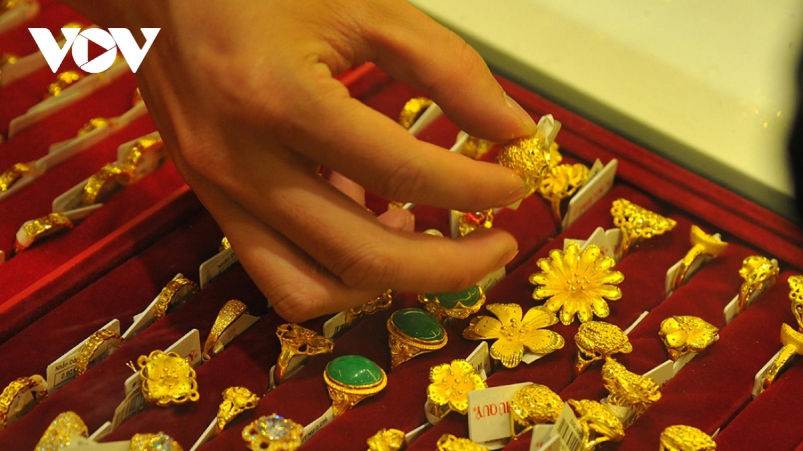 Giá vàng SJC cao hơn vàng thế giới 4,06 triệu đồng/lượng